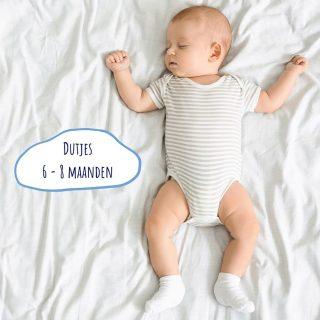 ⭐️ Dutjes 6 - 8 maanden ⭐️👉🏻 Op deze leeftijd hebben de meeste baby's 2 of 3 dutjes nodig: een ochtenddutje, een middagdutje en eventueel nog een kortere dut in de late namiddag van (maximum) 1 uur om je baby te helpen de wakkertijd te overbruggen tussen het einde van het middagdutje en de bedtijd. 👉🏻 Op deze manier vermijd je dat je kindje oververmoeid is bij de bedtijd en de wakkertijden te lang worden. 👉🏻 Gemiddeld hebben baby's van deze leeftijd 3 à 3,5u slaap nodig doorheen de dag. Maar onthou, dit zijn gemiddelden, de ene baby slaapt dus iets minder (en misschien iets meer 's nachts), de andere iets meer (en misschien iets minder 's nacht). Ook de lengte per dutje is heel erg individueel.💓 Heb jij een kindje van deze leeftijd? Hoeveel dutjes doet jouw baby?